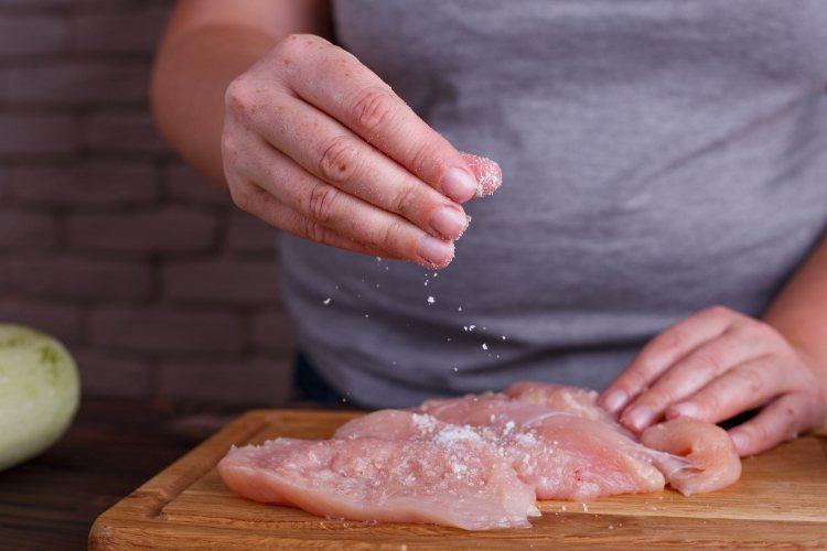 怎麼知道鹽份攝取有無超標?家醫科醫師教你簡單計算