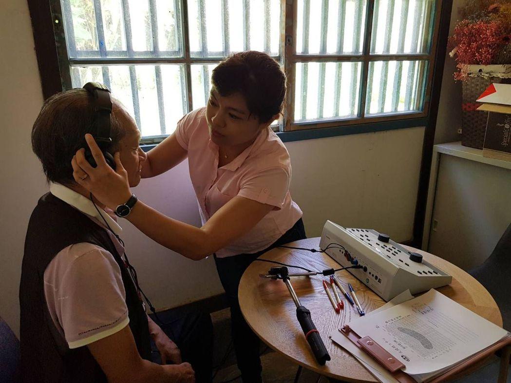 年紀大了,或多或少都有聽力衰退情形。圖/聯合報系資料照片