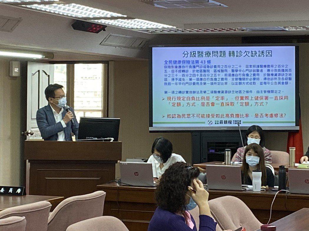 民進黨立委莊競程在質詢時,也對薛瑞元說,台中也很多美麗景點,歡迎薛次跟陳部長有機...