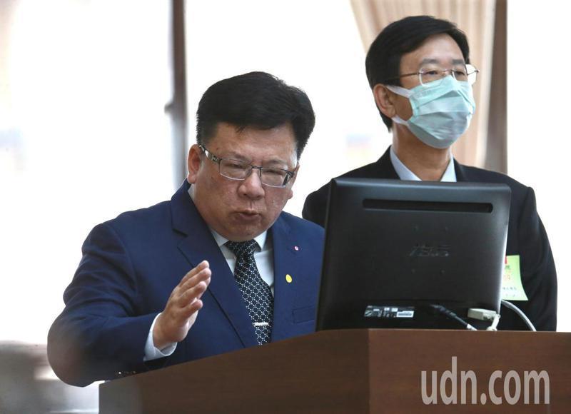 總統府副秘書長李俊俋表示,中國跳過香港民主會直接要制定「港版國安法」,這會嚴重破壞香港現狀。記者黃義書/攝影