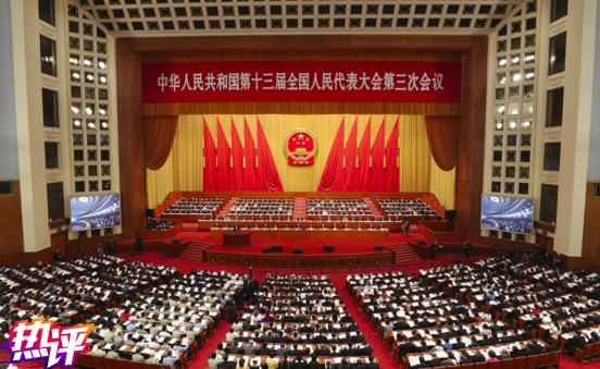 大陸央視發出熱評:今年李克強政府工作報告的「堅持對台工作大政方針」,就已包含「一個中國原則」「九二共識」「一國兩制」內容,今年更側重是「反台獨」和「促融合」。(海外網)