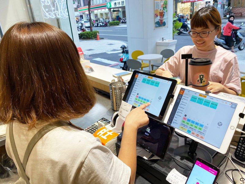 肚肚公司通過經濟部審核,力挺餐飲每家獲得iPad+3.4萬補助。圖/肚肚公司提供