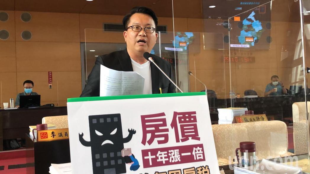 台中市議員陳文正籲市府打囤房,讓年輕人買得起丶租得起。記者陳秋雲/攝影