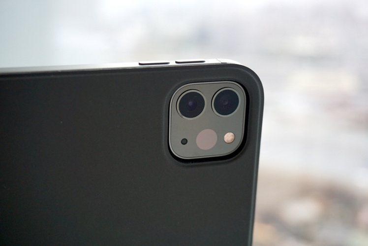 新款iPad Pro擁有專業雙相機鏡頭+光學雷達掃描儀,拍照、AR功能都更強大。...