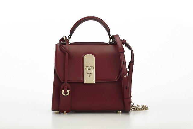 BOXYZ暗紅色牛皮提包(小),64,900元。圖/Salvatore Ferr...