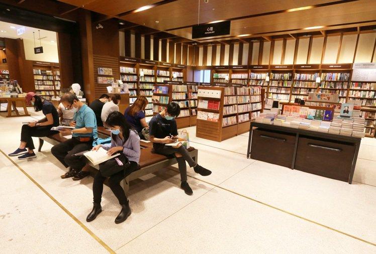 全新誠品信義24小時書店位於3樓,面積與藏書都較敦南來的豐富。記者胡經周/攝影