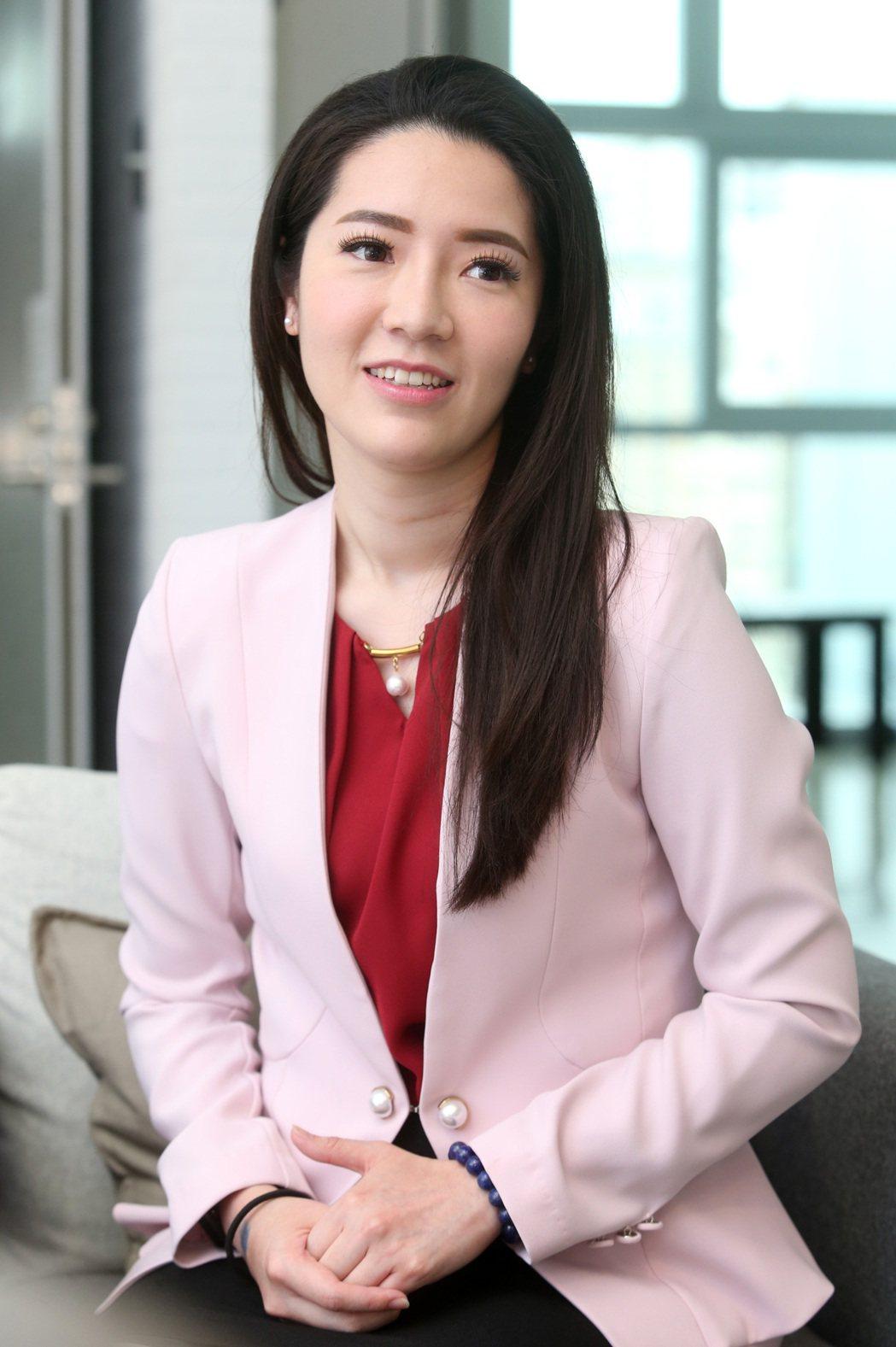 民視主播李昱禎擁有高學歷。記者胡經周/攝影