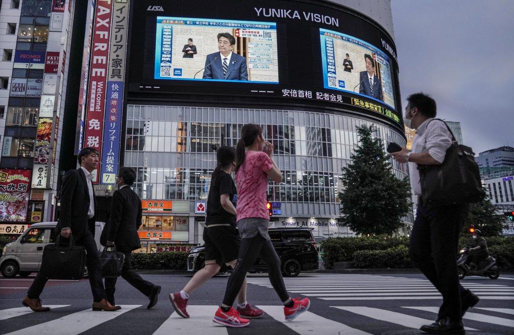 日本首相安倍晉三25日宣布解除全國緊急狀態,並將推出第二項追加預算案。 (歐新社...