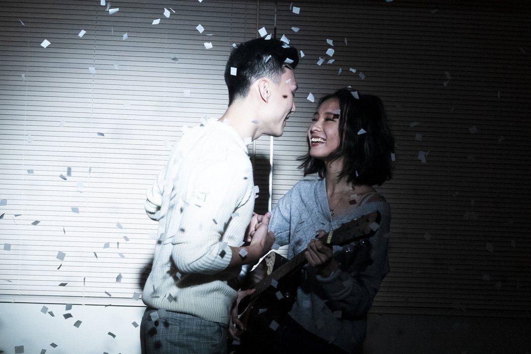 陳忻玥(右)拍MV哭了無數次,被讚是歌唱界劉雪華。圖/陶山音樂提供