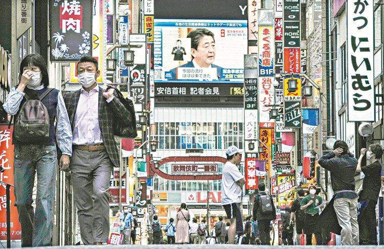 日本目前已解除「緊急事態宣言」,未來也可能鬆綁入境管制,然而有在台日人提醒,近期...