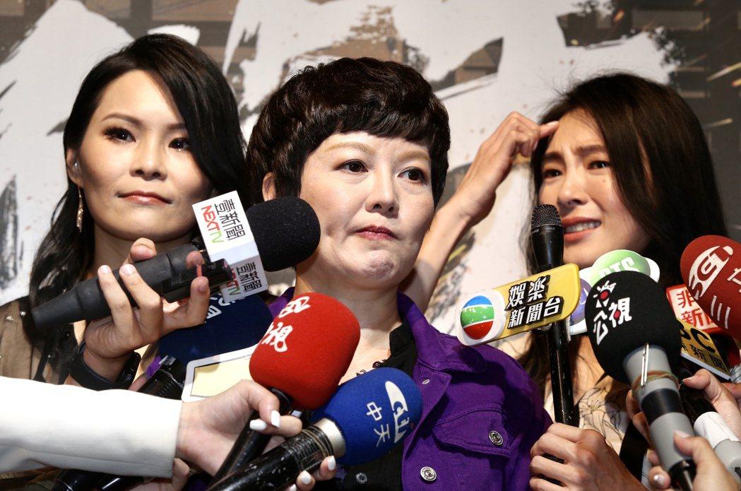 台劇「做工的人」演員曾珮瑜(右起)、苗可麗、周蕙媒體茶敘,聊到驟逝的金鐘視帝吳朋