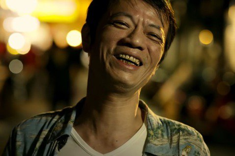 55歲演員吳朋奉26日因腦中風昏迷導致死亡,生前演過不少電影、電視劇的他,2017年因演出茄子蛋「浪子回頭」MV再創高峰,YouTube點擊率高達9930萬人次,近期有可能破億。其中片尾的經典台詞,...