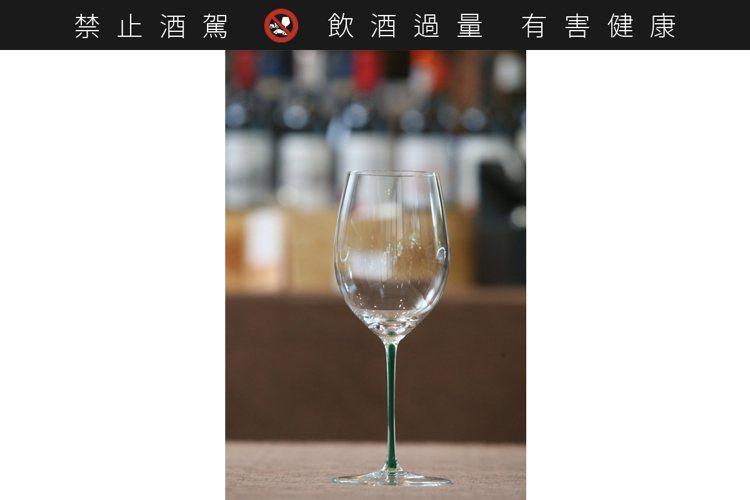須家昌建議只要準備Cabernet/Merlot這一款酒杯,就可以應付絕大多數的...