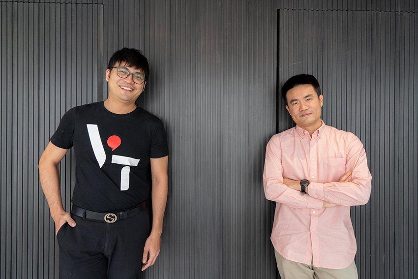 VISION THAI共同創辦人李致德(左)與即時疫情地圖開發團隊5Lab的CO...