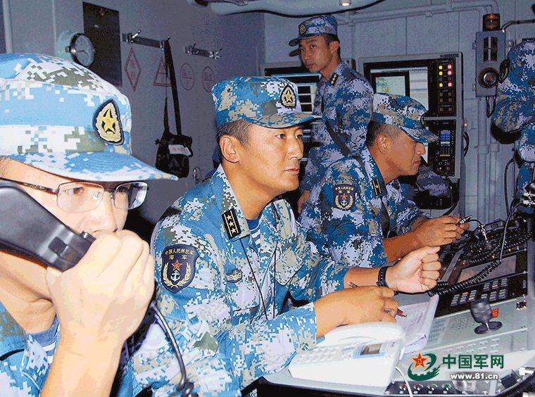 解放軍某導彈驅逐艦艦長趙岩泉在全國人大收到採訪時,因為回想起10年來讓他一直無法忘懷的一句話,讓他也因此登上了微博熱搜。擷自中國軍網