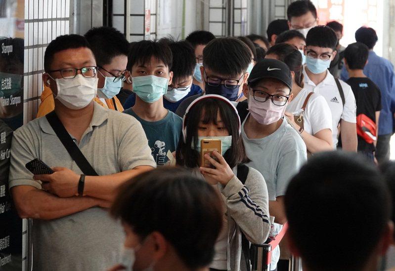 口罩禁令將於6月1日解除,未來政府交付給業者自由訂價。 報系資料照/記者胡經周攝影