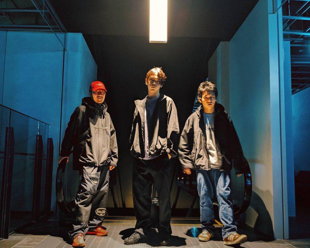 日本嘻哈樂團Dos Monos。 圖/擷自推特