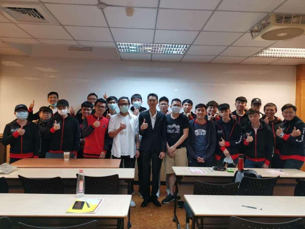 EIC 電競管理認證培訓第一期完美落幕,20 位學員獲國際級電競人才認證。 競及...
