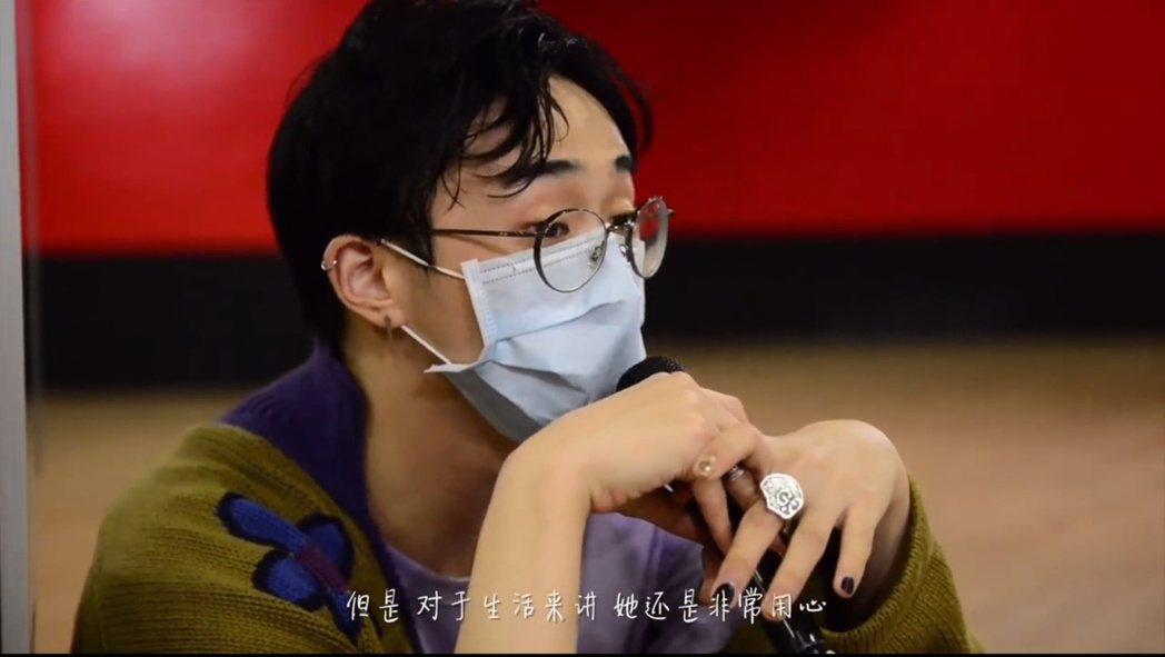 小哈利支持媽媽伊能靜參加選秀節目。 圖/擷自伊能靜微博