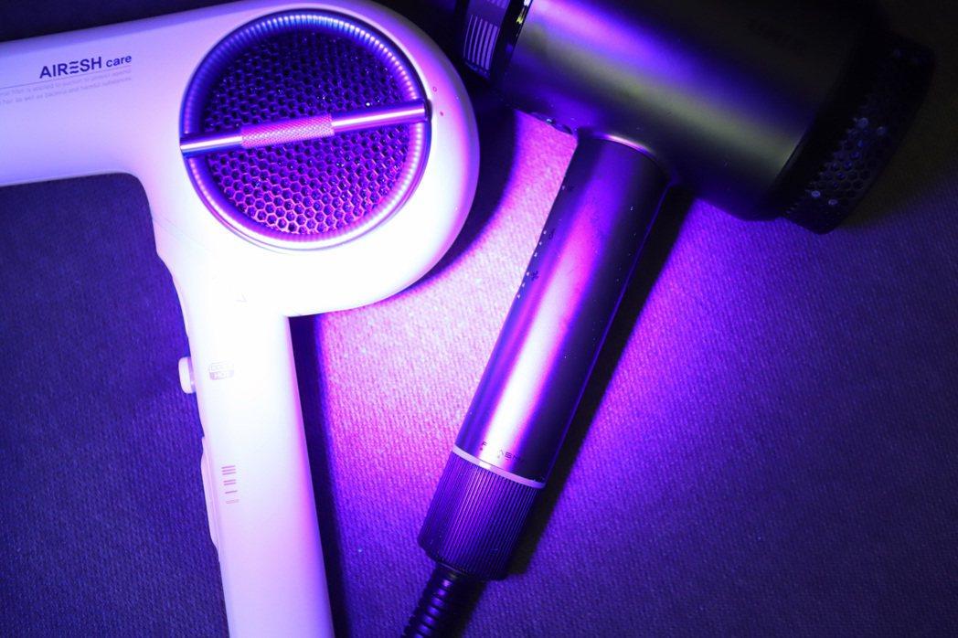 以紫外線燈進行測試,殘留指紋及髒污與UNIX頂級無抑菌塗層的Airshot相比,...