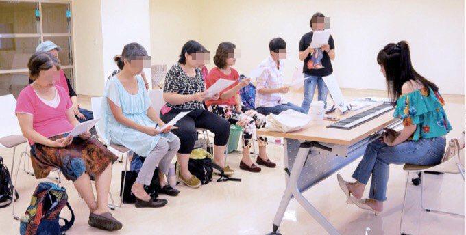 音樂治療中的聆聽音樂、音樂演奏以及語言溝通,也是重要的音樂輔療的方法依據。圖/謝...