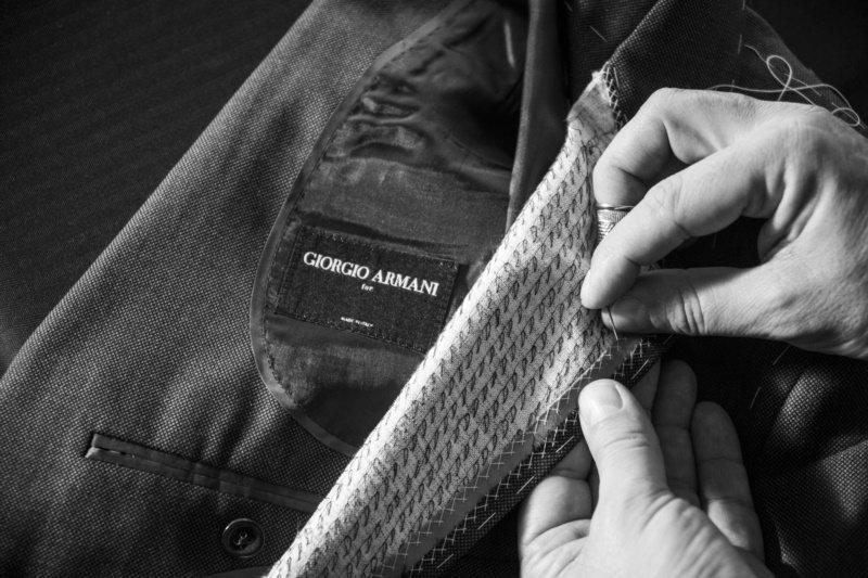 Giorgio Armani在2006年提供了半訂製的西裝服務,義大利工匠每一季...