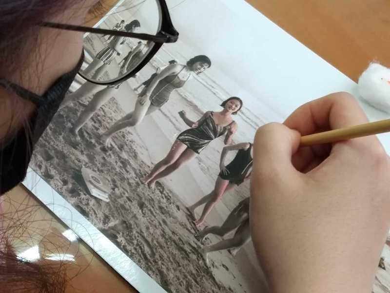 北科大學生研習黑白照片手工著色技術。 圖/聯合報系資料照片