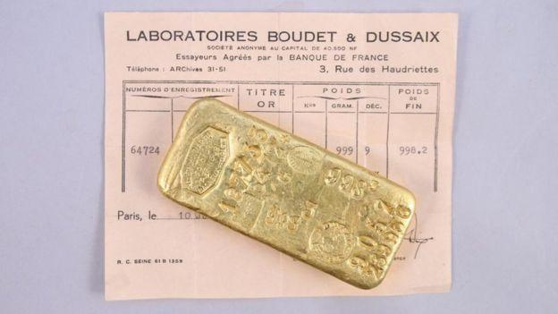 法國一戶幸運人家待在祖厝隔離期間,意外發現2塊價值不斐的金塊,瞬間成為百萬富翁。圖擷自BBC News