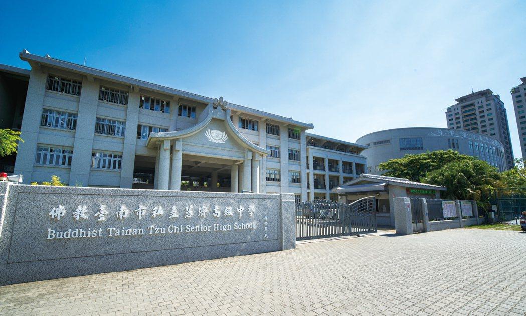 慈濟完全中學是一所自國小到高中12年一貫的明星學校。 圖片提供/興富發建設