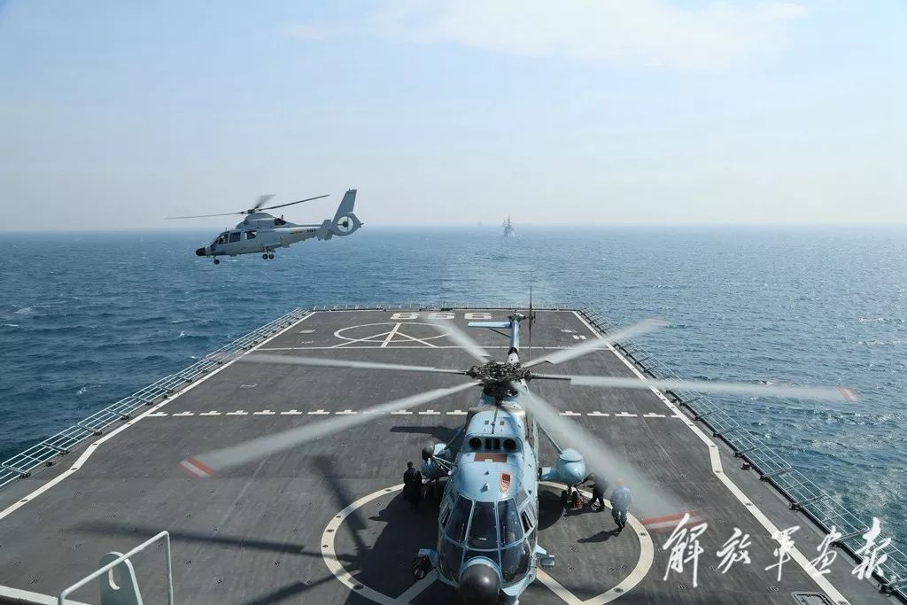 一般軍艦能用直升機做有限的運補、偵搜,但在持續力上遠不及航艦的航空兵力。 圖/中國軍網