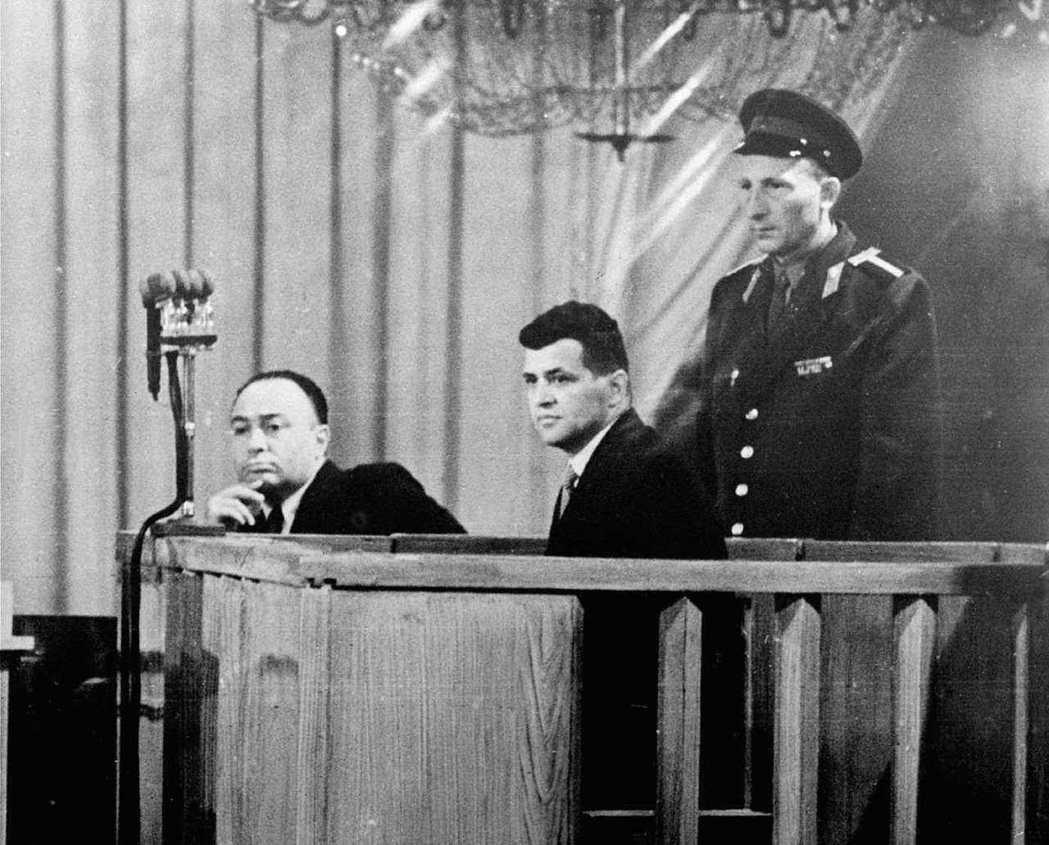 1960年8月,在莫斯科公開受審的美軍U-2間諜機飛行員鮑爾斯。本案成為美蘇冷戰...
