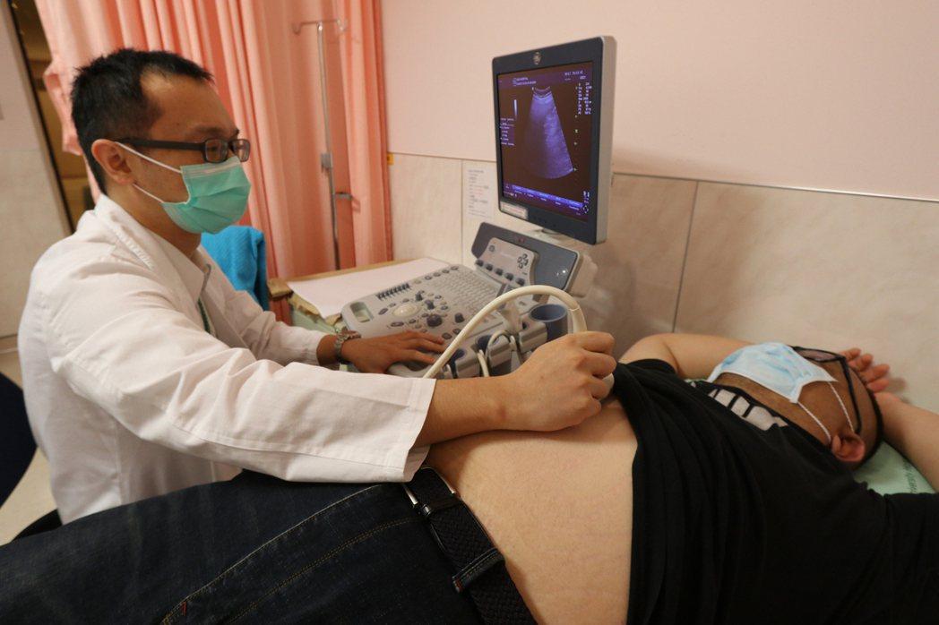 亞洲大學附屬醫院肝膽胃腸科醫師林佑達指出,威爾森氏症是一種遺傳疾病,異常的基因使...