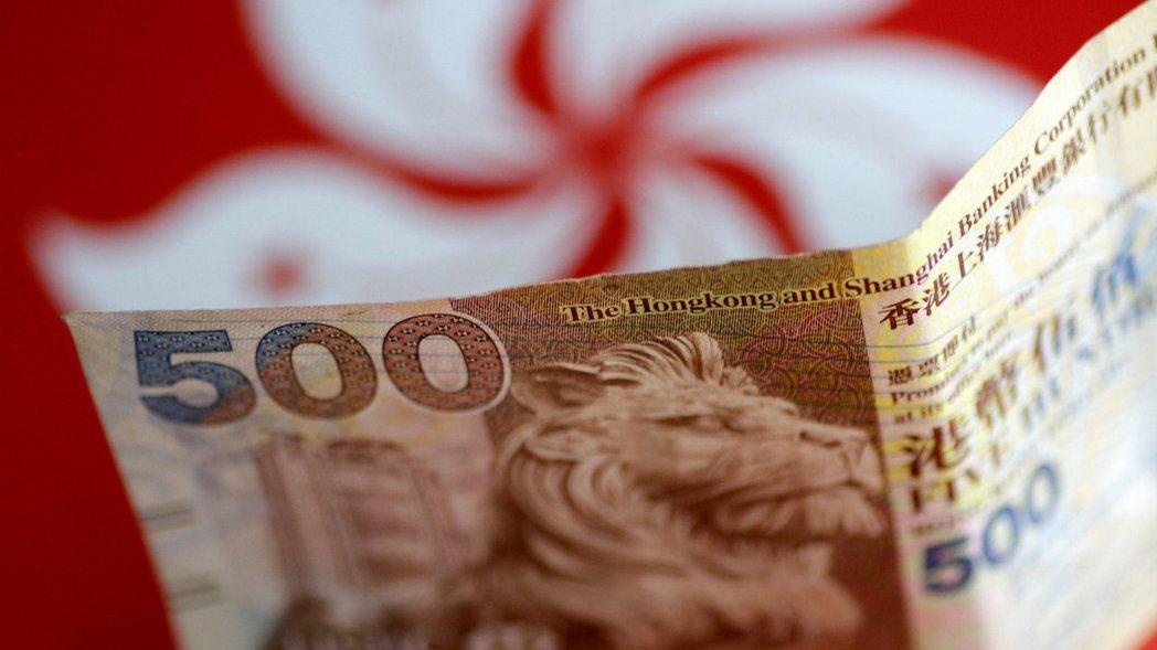 港幣目前還保持相當的抗壓性,市場擔心還能支撐多久。  路透