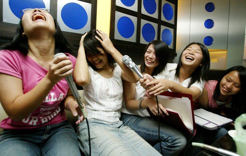 明明就可以白天唱歌,為什麼大學生總愛熬夜通宵夜唱? 示意圖/聯合報系資料照片