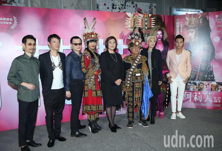 電影「阿莉芙」舉辦首映會,吳朋奉(左2)在該片擔任要角,左起為陳竹昇、吳朋奉、導