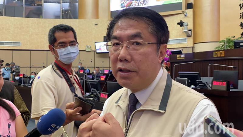 台南市長黃偉哲對於「阿中自助餐」的餐點內容保密到家。記者鄭維真/攝影