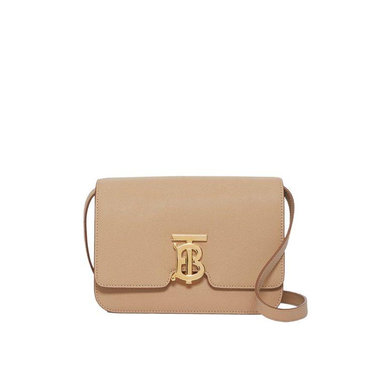 BURBERRY小型裸粉色TB Bag,75,000元。圖/BURBERRY提供