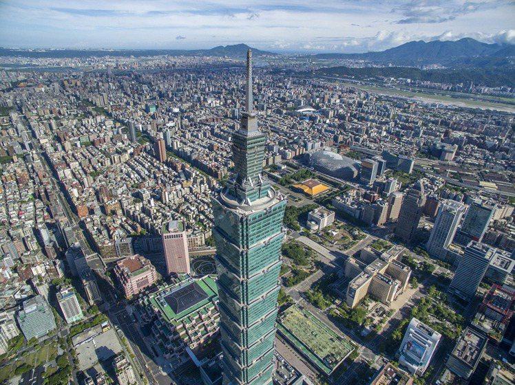 振興觀光,台北101觀景台推出國人票價優惠。圖/台北101提供