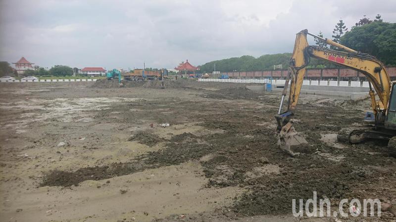 彰化縣政府在永靖鄉永南公墓旁闢建滯洪池。記者簡慧珍/攝影