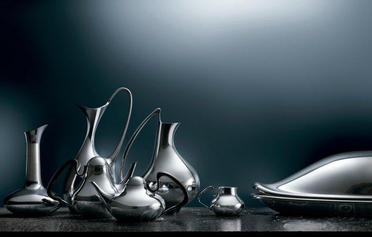 GEORG JENSEN設計師漢寧古柏的原創經典銀壺,以極具現代感的簡約線條搭配...