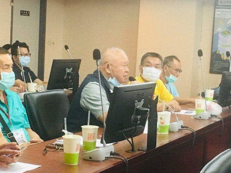 社子島開發案一波三折,北市府今天赴市議會專案報告,「開發派」的社子島居民權益促進會理事長楊明照也到場列席。記者張世杰/攝影