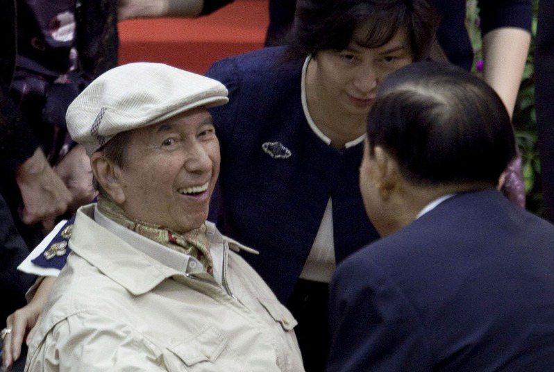 賭王何鴻燊(左)26日逝世,享壽98歲。彭博資訊