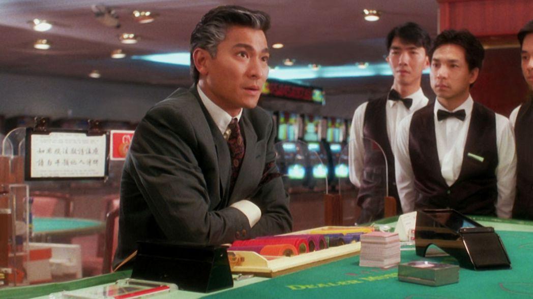 劉德華(左)飾演的賭王在「賭城大亨II至尊無敵」進入中老年時期。圖/摘自imdb
