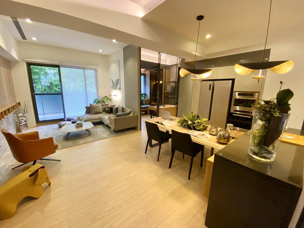 「新業自由居」規劃36至46坪的2至4房格局,獲得不少中科新貴、公教人員靑睞。