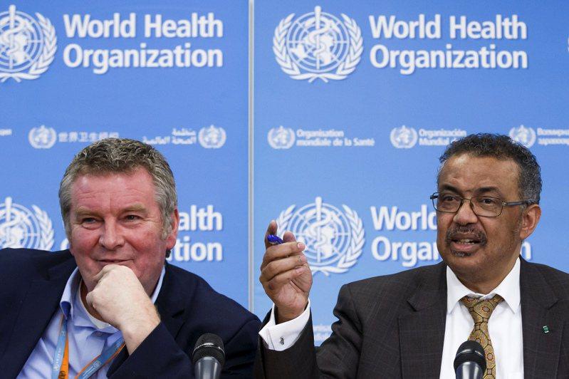 世衛突發衛生事件執行主任萊恩(左)25日在視訊記者會上表示,全球的新冠疫情仍在第一波內,第二高峰即將到來。(美聯社)