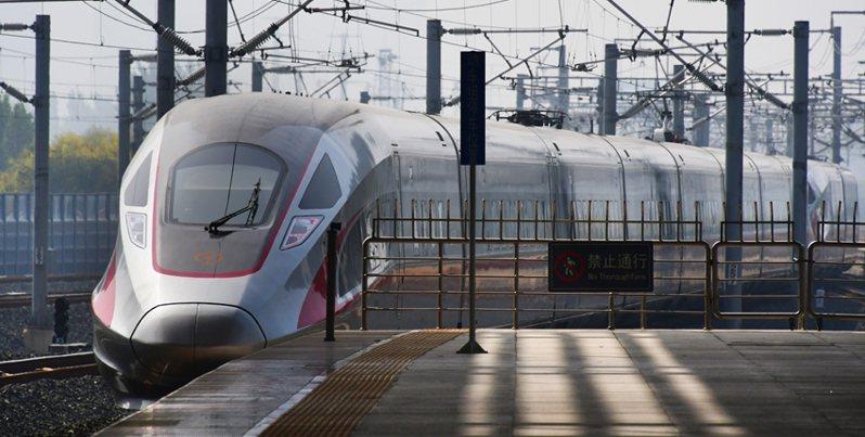 大陸高鐵建設發達,圖為陸最賺錢的京滬高鐵。新華社資料照片