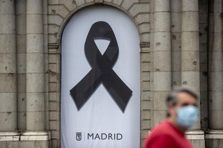 西班牙政府今天表示,將自明天起為新冠肺炎病故者正式哀悼10天。美聯社