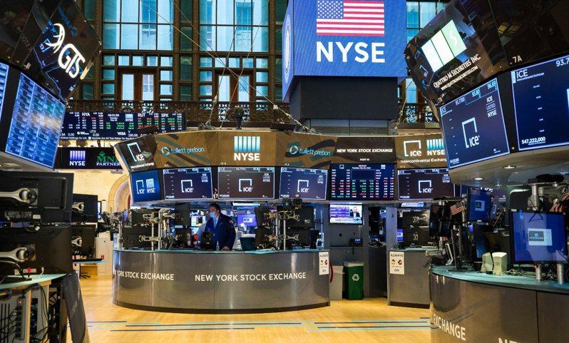 美國股市連二天上漲,道瓊27日上漲533.16點收2萬5548.27點。 美聯社