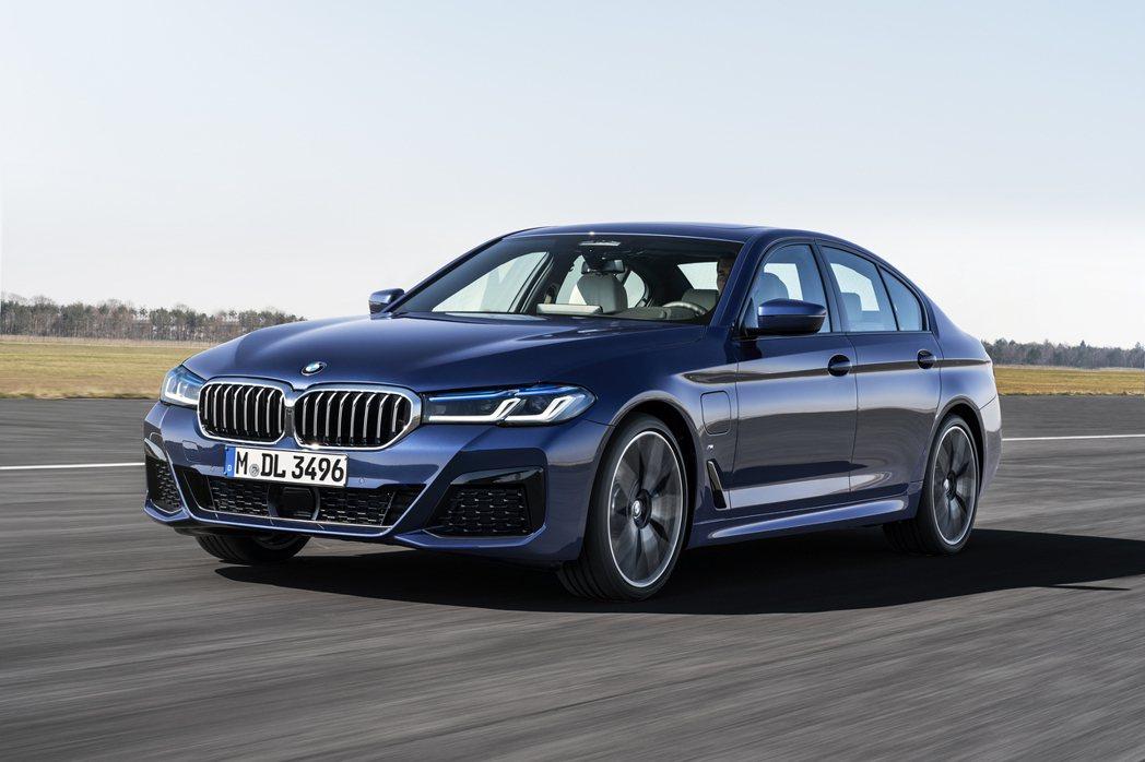 小改款BMW 5 Series Sedan (G30)。圖為530e插電車型。 ...