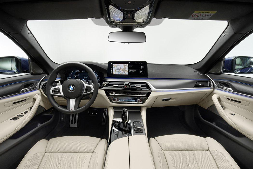 小改款BMW 5 Series Sedan/Touring 內裝。 摘自BMW